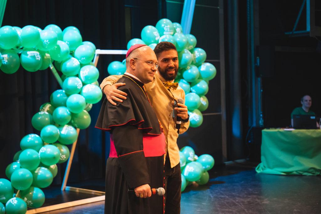 Khalid Bounouar und Bischof Dr. Helmut Dieser
